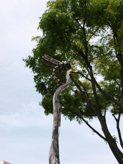 トンボ彫刻